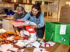 Meer dan 1500 kerstkaarten, 250 maaltijden én een boel cadeautjes voor Tilburgse en Bossche daklozen: 'Ik was er stil van'
