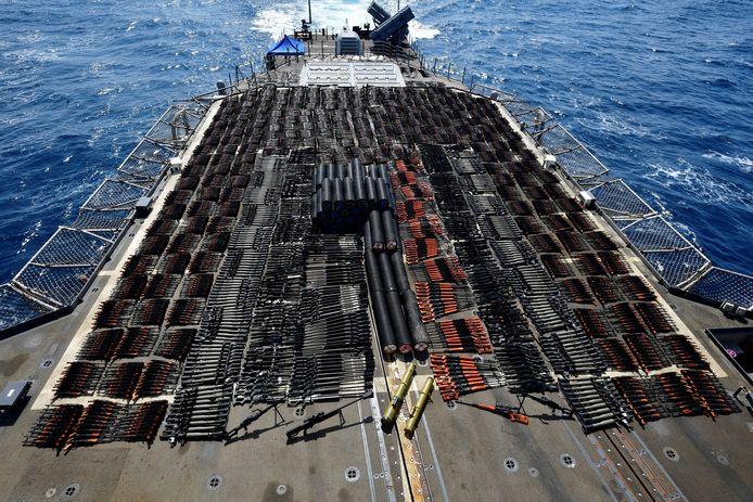 De Amerikaanse marine heeft duizenden wapens onderschept.