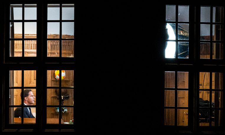 DEN HAAG - Premier Mark Rutte werkt ver na kantooruren in het Torentje. Beeld Freek van den Bergh