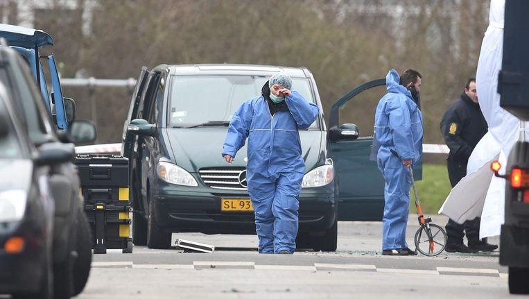 Medewerkers van een forensisch team op de plek waar op 15 februari een schietpartij had plaatsgevonden in Kopenhagen. Beeld anp