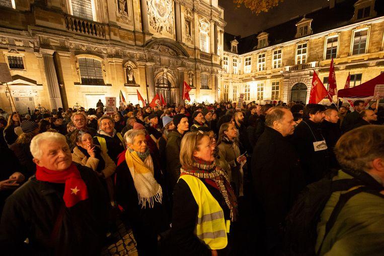 Op het Hendrik Conscienceplein verzamelden zo'n 350 betogers uit protest tegen extreemrechts gedachtegoed.