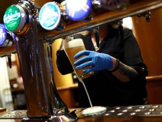 Britse pubs gaan vroeger dicht