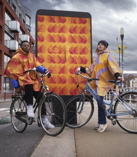 Des panneaux publicitaires transformés en distributeurs de ponchos à Bruxelles