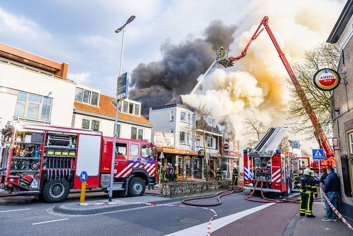 De brand werd al snel opgeschaald naar 'zeer groot'.