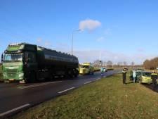 Vrachtwagen 'duwt' personenauto van de weg in Meppel, geen gewonden