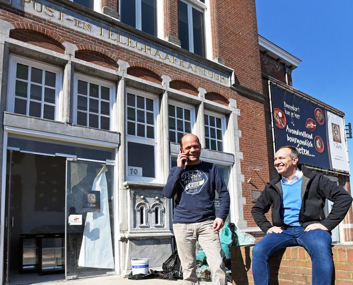 Nieuw restaurant Zusje in het oude postkantoor. Mark (links) en Joost voor het monumentale pand.