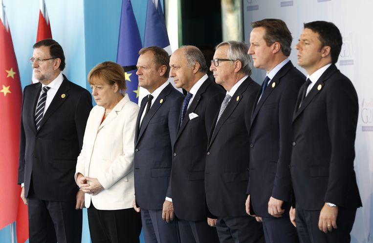 Enkele regeringsleiders tijdens de G20-top staan ook stil om 12 uur bij de aanslagen in Parijs. Beeld ap