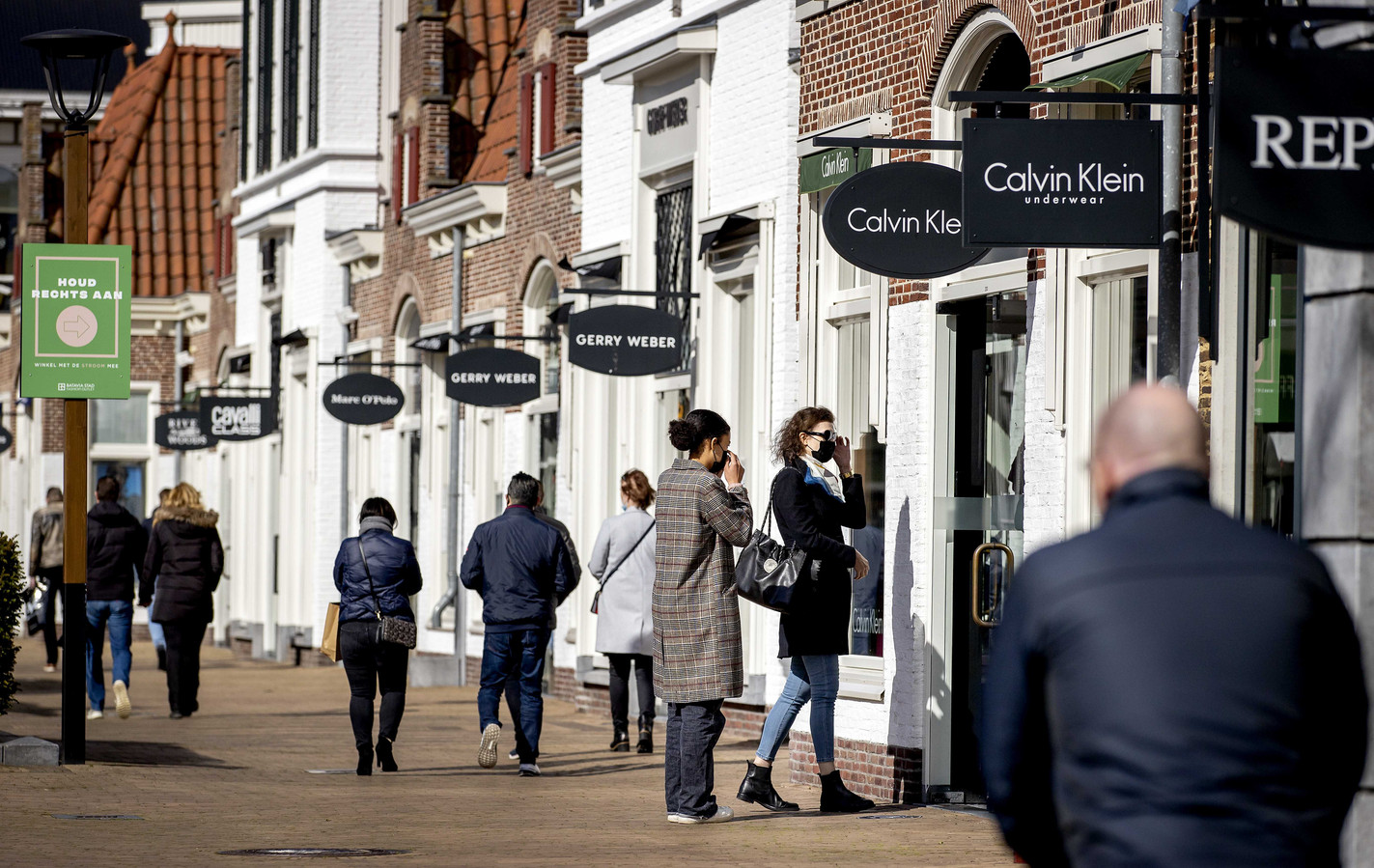 Foto ter illustratie. Een oud-werkneemster van twee winkels in Batavia Stad in Lelystad heeft volgens het Openbaar Ministerie voor ruim 66.000 euro aan kledingstukken achterover hebben gedrukt.