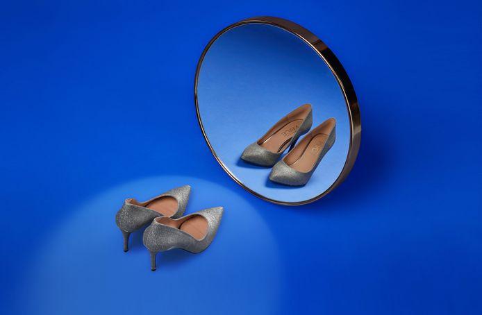 Bol.com met een eigen spiegelfoto, gemaakt in de studio op het hoofdkantoor