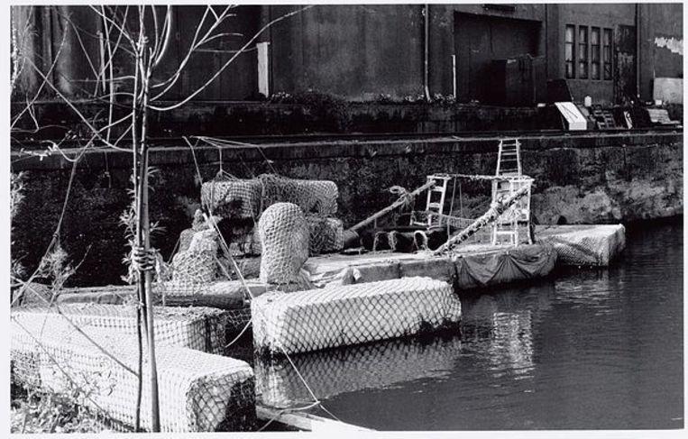 Binnenhaven. Piepschuimvoertuigen van Robert Jasper Grootveld, april 1993. Foto Freerk de Vos Beeld