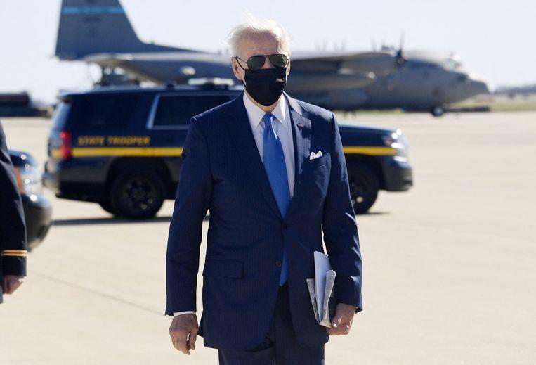 Biden komt vrijdag aan op het vliegveld van zijn woonplaats Wilmington. Beeld AFP