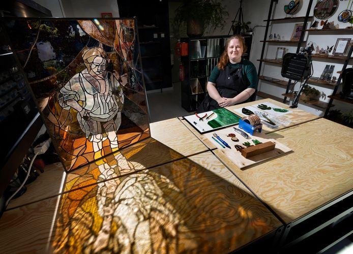 Lynn Gommans opende op 29 mei het eerste glas-in-loodatelier op Strijp S, een winkel met atelier waar ze ook cursussen en workshops gaat geven