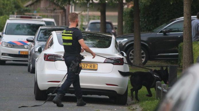 De politie startte op maandag 14 september een klopjacht op de man die tijdens zijn verlof niet terugkeerde naar de tbs-kliniek in Almere. Op die dag werd een vrouw bruut verkracht in Lelystad. De verdachte werd een dag later aangetroffen terwijl hij op haar fiets rondreed.