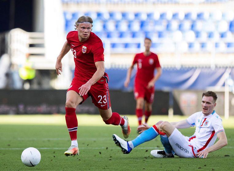 Met zijn snelheid is de Noorse international nauwelijks af te stoppen. Beeld EPA