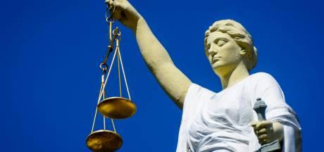 Esi: 30 maanden cel voor ontucht Ermeloër met drie 14-jarige meisjes, verdachte onvindbaar