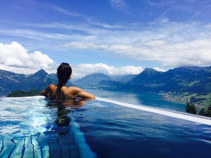 Bürgenstock Resort met spectaculaire outdoor infinity pool.
