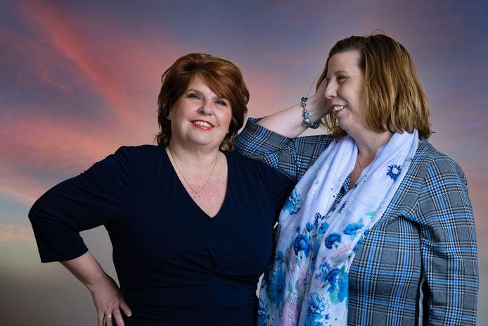 Liane Wolfert (l) en Saskia Schurman (r) zijn samen een initiatief gestart om mensen die op een wachtlijst staan voor hulp in de geestelijke gezondheidszorg, te begeleiden tijdens het wachten.