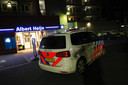 Toen de AH aan de Eindhovense Leenderweg vorig jaar maart werd overvallen, moesten klanten op de grond gaan liggen. Een jonge caissière kreeg een pistool tegen haar hoofd