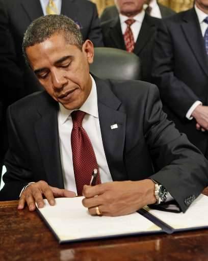 Obama tekent de gelasting tot het sluiten van Guantanamo.
