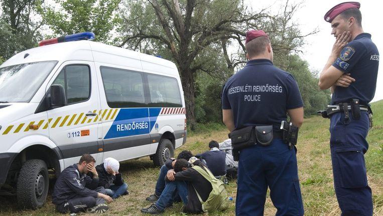 Illegale migranten en de Hongaarse politie.