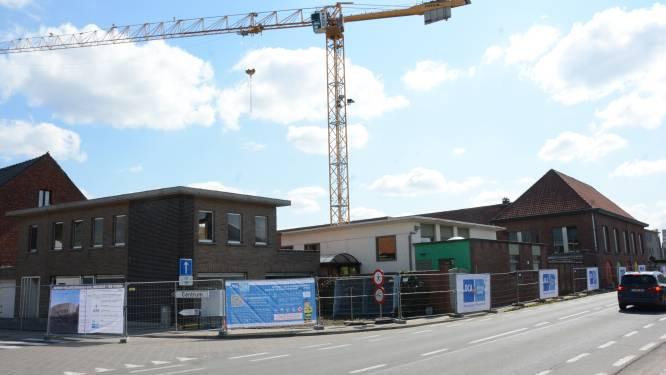 """Sloophamer staat klaar voor basisschool De Toren: """"Dakspeelplaats om ruimte te besparen"""""""