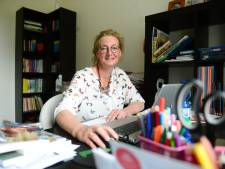 Coronaboek Oldenzaalse docente geeft een inkijkje in het schoolse leven: 'Mevrouw, u loopt steeds vast'