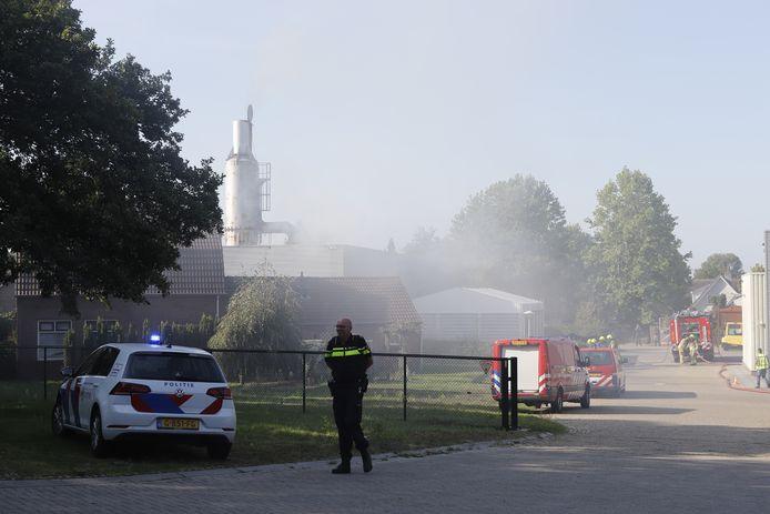 Hulpdiensten bij een brand aan de Lindenlaan in Molenhoek