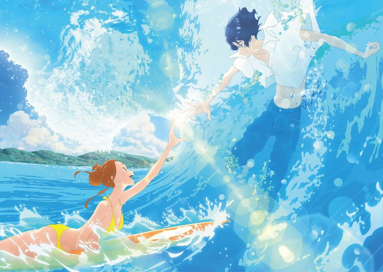 In Ride Your Wave redt brandweerjongen Minato surfmeisje Hinako uit een brandend pand, waarna ze verliefd worden. Beeld