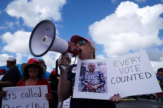 De Republikeinen zijn bang dat het schrappen van de handtekeningregel fraude in de hand werkt, maar voorstanders willen dat elke stem geteld wordt.