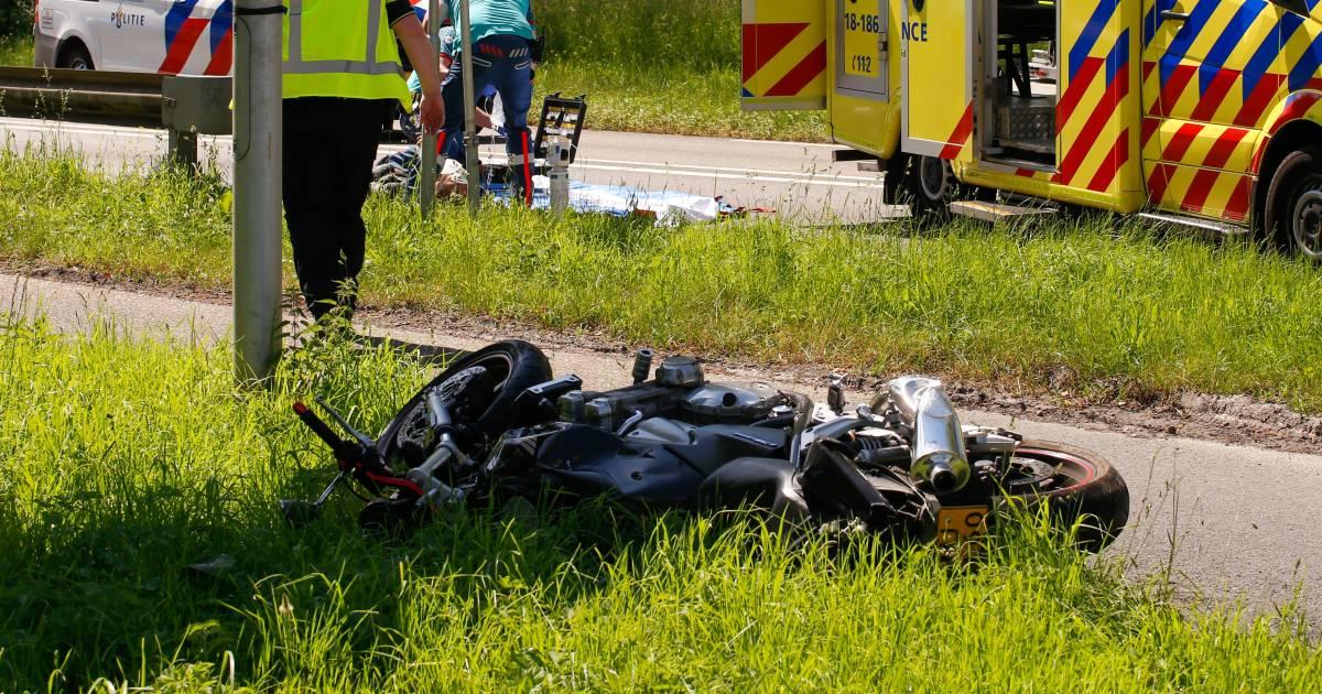Motorrijder gelanceerd bij frontale botsing: 'Hij vloog tientallen meters door de lucht'.