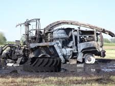 Landbouwvoertuig verwoest door brand in Waardenburg: rook tot in Tiel te zien