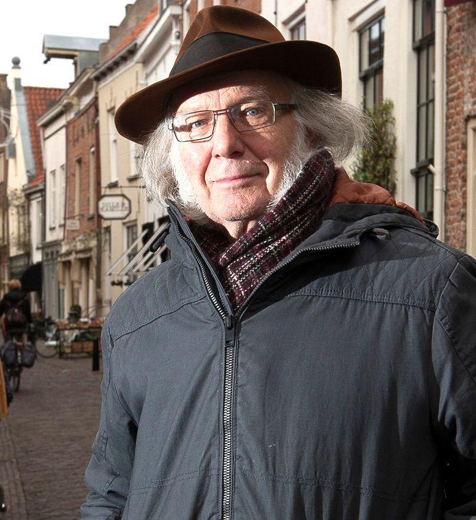 Loek van Voorst laat vanaf half oktober zijn haar en bakkebaarden groeien voor de rol. Hij is al 25 jaar Scrooge in Deventer, maar stopt er nu mee.