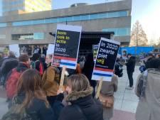 Vreedzaam Zwarte Piet protest in binnenstad Eindhoven, agenten houden gebied scherp in de gaten