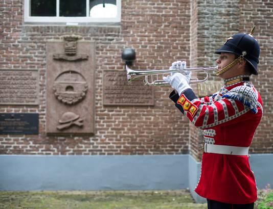 Ceremonie bij de herbegrafenis van Ian Jacob Havelaar.