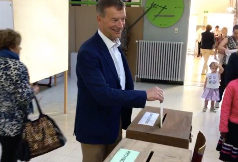 Oud-burgemeester Johan Sauwens diende een klacht in tegen het verloop van de verkiezingen.