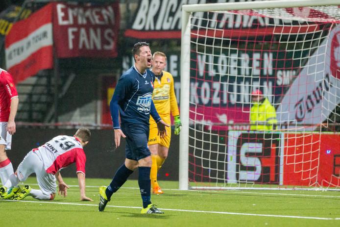 Thomas van den Houten, die het hier uitschreeuwt na een gemiste kans tegen FC Emmen, verruilt Telstar voor de Amsterdamse tweededivisionist AFC.