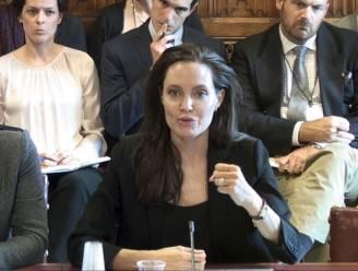 Angelina Jolie spreekt Brits Hogerhuis toe over seksueel geweld door IS