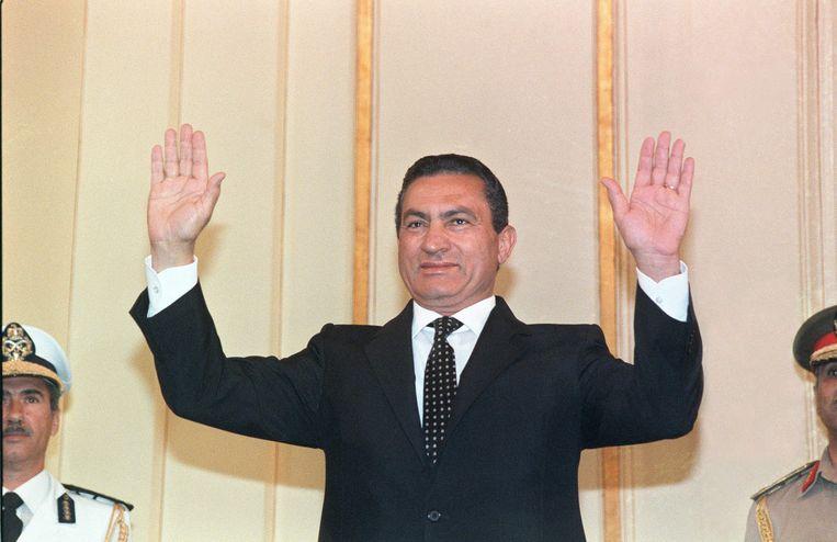 Hosni Moebarak in oktober 1987, als hij zich opmaakt voor een nieuwe termijn als president van Egypte. Beeld AFP