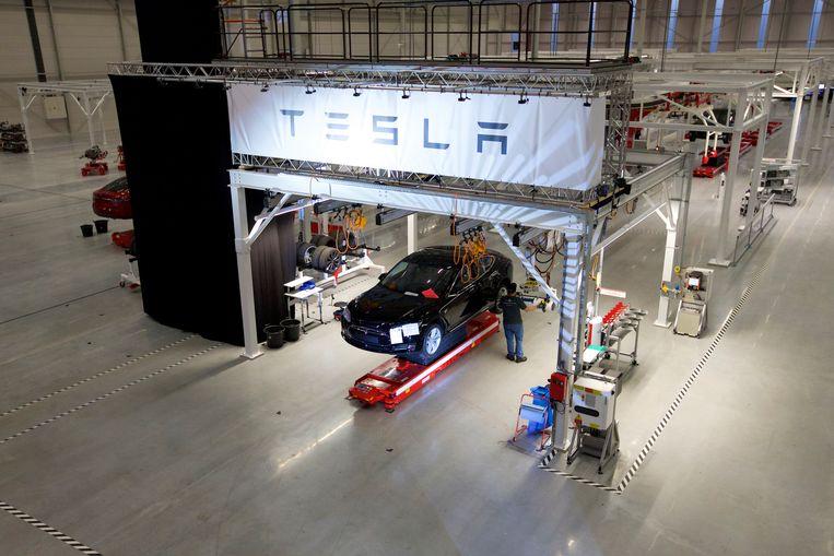 Archiefbeeld van de opening van een tweede Tesla-fabriek in het Nederlandse Tilburg. Beeld BELGAIMAGE