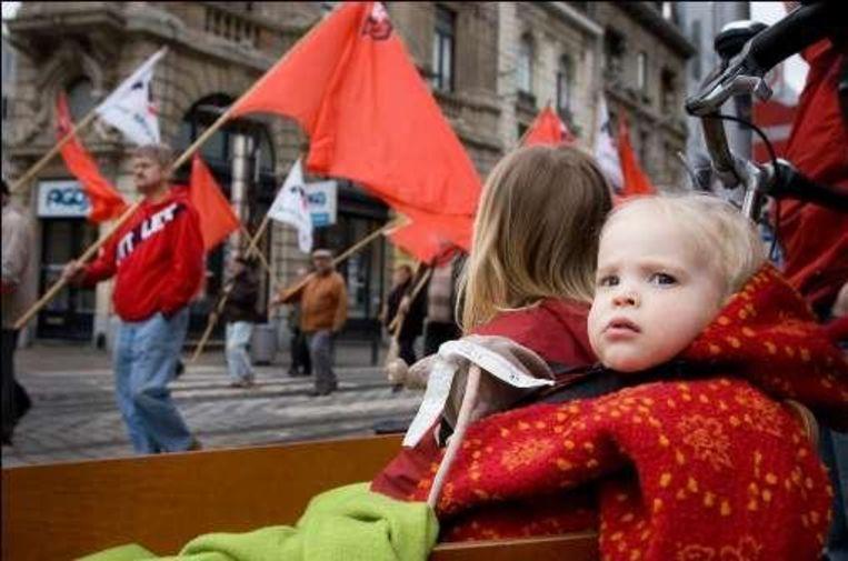 De socialistische mars lokte toch heel wat volk. Beeld UNKNOWN
