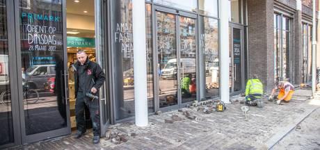 Uren in de rij voor opening van Primark in Zwolle