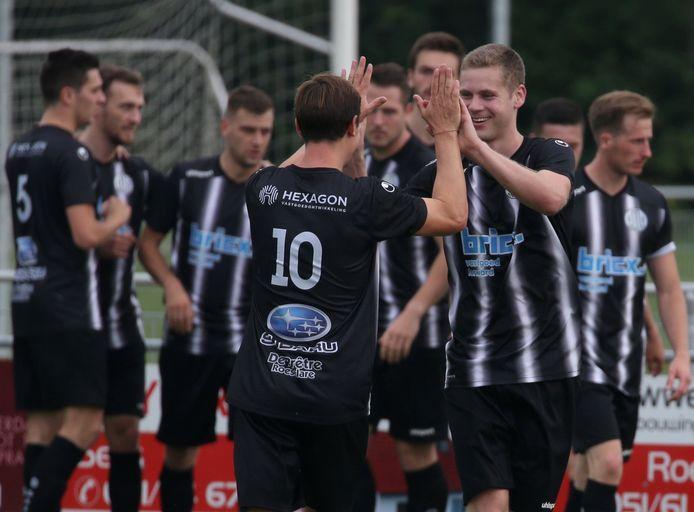 Yoran Deleu (r.) scoorde voor Club Roeselare op Ardooie de 0-2.