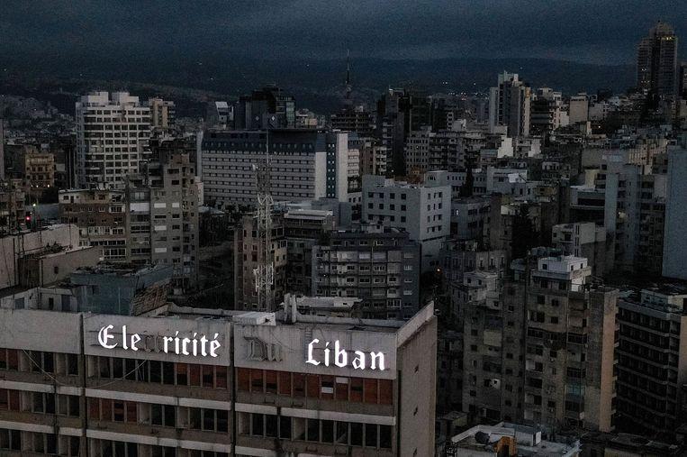 Een Beiroet in het duister is een beeld dat met de vele elektriciteitsstoringen steeds normaler wordt.  Beeld AFP