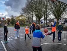 Basketbalclub Challenge traint noodgedwongen in het park (en dat bevalt eigenlijk heel goed)