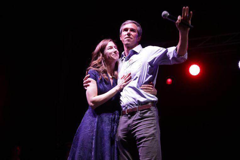 O'Rourke met zijn vrouw Amy op de verkiezingsnacht begin deze maand. Beeld AFP