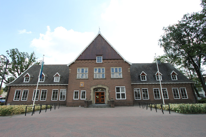Het oude gemeentehuis in Weerselo.