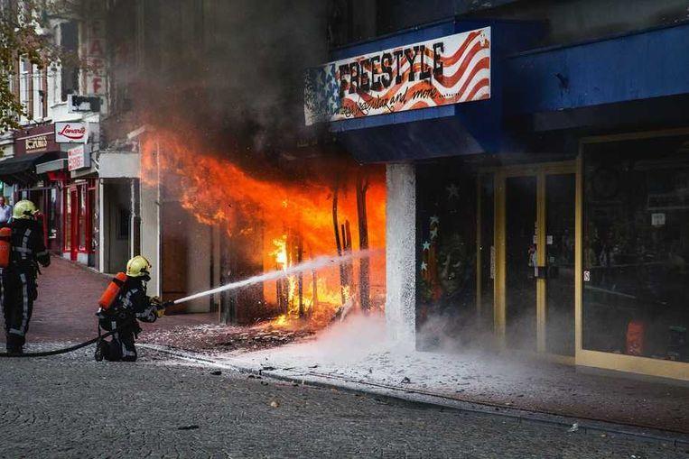 Onder De Kelders : Brand in centrum leeuwarden onder controle de volkskrant