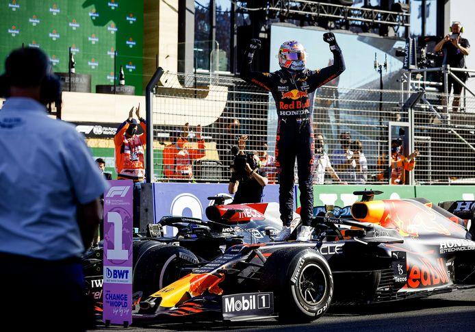 Max Verstappen is de grote winnaar van het raceweekend in Zandvoort.