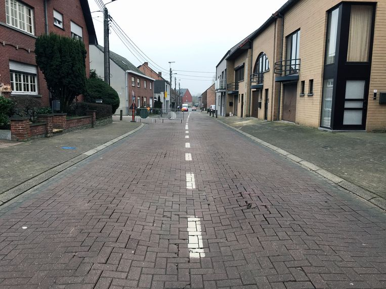 Eind januari werd een zinkgat vastgesteld in de Dorpsstraat in Meerbeek.