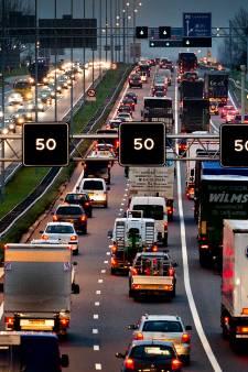 Varkenshuiden op snelweg bij Velden: oorzaak nog onbekend